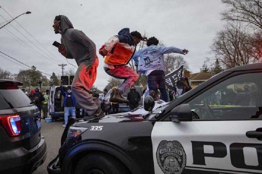 Chaos after Daunte Wright killing